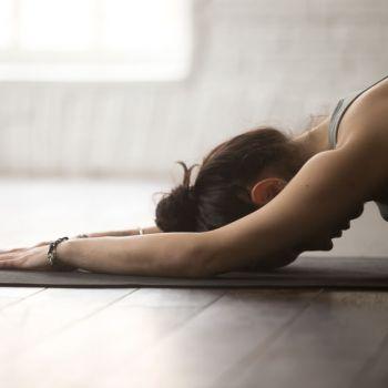 Yoga seul chez soi : des solutions